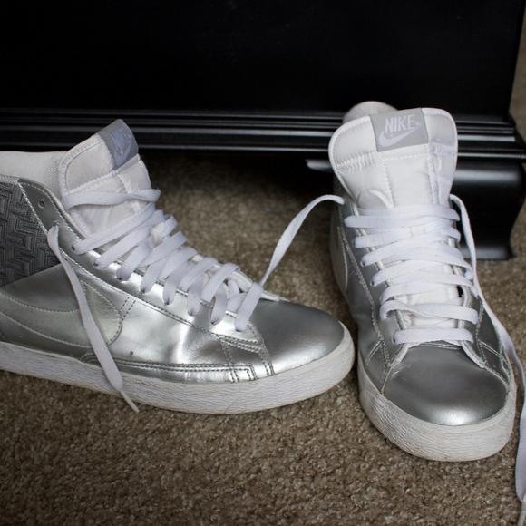 Zeitlose Sneaker Weißheit